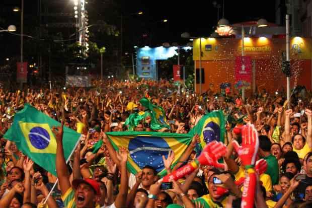 Jogo entre Brasil e Alemanha ser� no Mineir�o, em Belo Horizonte, e come�a �s 17h. No Recife, ponto principal de encontro dos torcedores � a fan fest, no Cais da Alf�ndega. Foto: Paulo Paiva/DP/D.A Press