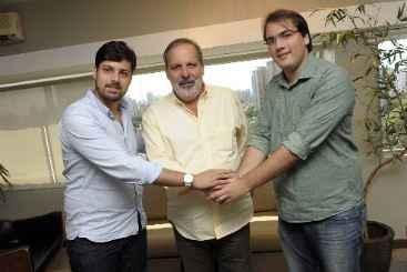 O apoio dos dirigentes da juventude tucana no Recife ao petebista foi dado na ter�a-feira (8) (Leo Caldas/Divulga��o )
