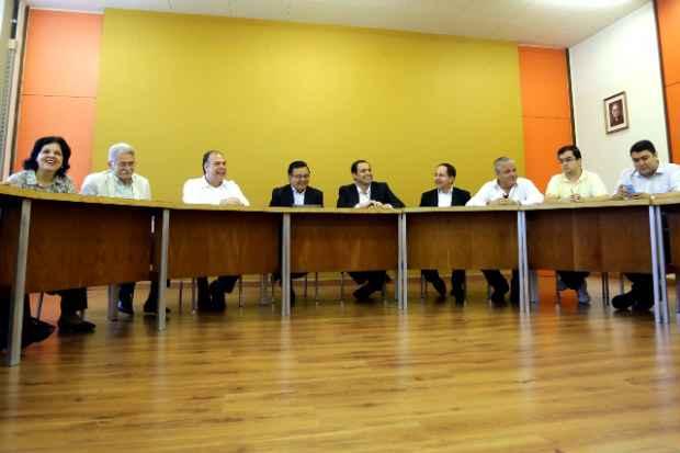 Socialistas foram recebidos pelo reitor da Unicap, padre Pedro Rubens, e pela pr�-reitora Acad�mica, Aline Grego. Foto: Alu�sio Moreira