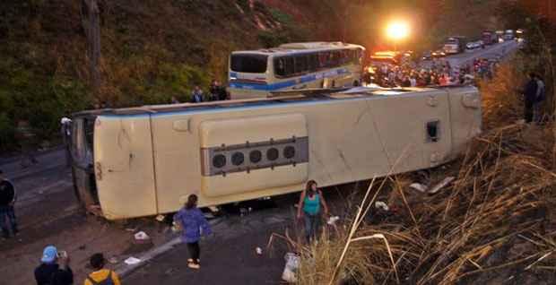 Tr�nsito ficou fechado nos dois sentidos da rodovia at� as 9h (Foto: R�dio Muria�/Divulga��o)