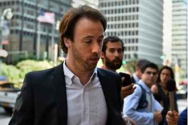 O secret�rio Pablo L�pez chega ao escrit�rio do mediador Daniel Pollack. Foto: � AFP/STAN HONDA (O secret�rio Pablo L�pez chega ao escrit�rio do mediador Daniel Pollack. Foto: � AFP/STAN HONDA)