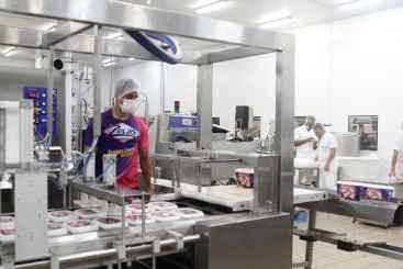 F�brica da Zeca%u2019s possui capacidade instalada de 2,5 milh�es de litros ao m�s. Foto:Alcione Ferreira/DP/D.A Press