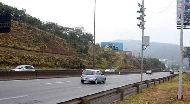 Radares flagram excesso de velocidade, mas ainda n�o est�o multando. Foto: Ed�sio Ferreira/EM/D.A. Press