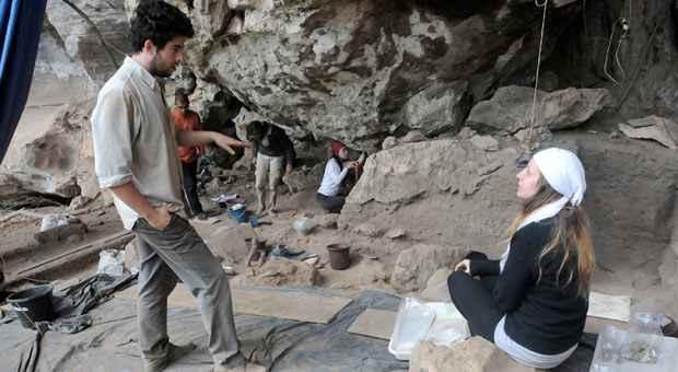 Antrop�logo paulista Andr� Strauss coordena equipe de pesquisadores que faz escava��es na regi�o de Matozinhos desde 2001. Foto: Paulo Filgueiras/EM/D.A. Press