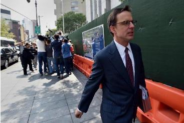 Carmine Boccuzzi, advogado da Argentina, deixa tribunal em Nova York. Foto: � AFP/STAN HONDA (Carmine Boccuzzi, advogado da Argentina, deixa tribunal em Nova York. Foto: � AFP/STAN HONDA)