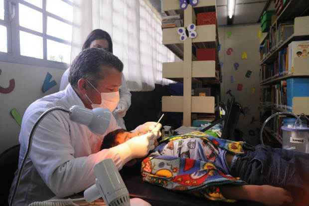 A portaria faz parte de uma parceria entre os minist�rios da Sa�de e da Educa��o para a pr�tica dos estudantes. Foto: Everson Bressan/Prefeitura de Curitiba (Everson Bressan/Prefeitura de Curitiba)