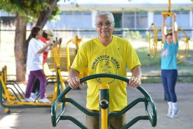 Desde que precisou ser internado por causa do diabetes, Eur�pedes Barreto, 67 anos, mudou os h�bitos de vida. Foto: Gustavo Moreno/CB/D.A Press (Gustavo Moreno/CB/D.A Press)
