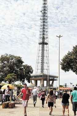 Torre de TV: um dos pontos de maior concentra��o de visitantes na Copa. Foto: Ana Rayssa/CB/D.A. Press