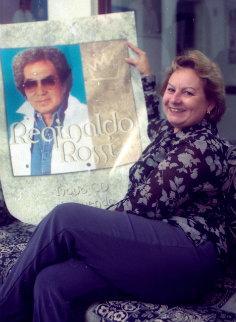 Em 2000, ao lado de um dos discos do marido. Foto: Roberto Pereira/Esp. DP/D.A Pres