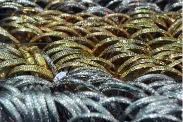 o pre�o do ouro caiu nesta semana, puxado pela fraca demanda nos mercados da China e da �ndia, maiores consumidores do metal. Foto: � AFP/Adek Berry (o pre�o do ouro caiu nesta semana, puxado pela fraca demanda nos mercados da China e da �ndia, maiores consumidores do metal. Foto: � AFP/Adek Berry)