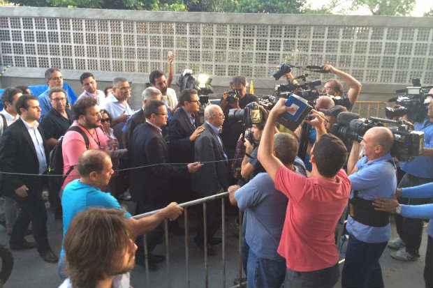 Roberto Amaral esteve � tarde na casa da fam�lia de Eduardo Campos. Foto: Wagner Oliveira/DP/D.A Press