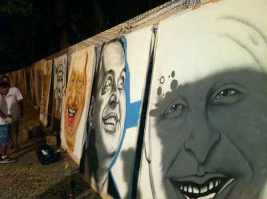 Grafites com o rosto de Eduardo Campos est�o sendo feitos para exposi��o ao lado do Pal�cio. Foto: Ed Wanderley/DP/D.A Press