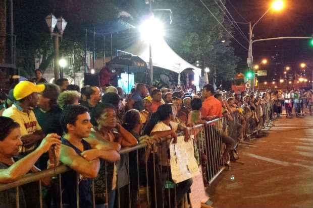 Cerca de 500 pessoas j� est�o em frente ao Pal�cio do Campo das Princesas. Foto:  Victoria Arruda/Esp. DP/D.A Press
