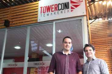 Jaderson Santos e Rodrigo Dantas inauguraram a temakeria TowerConi, na Madalena. Foto: Nando Chiappetta/DP/D.A Press