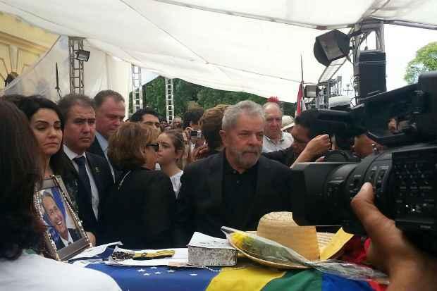 Ex-presidente Lula vela o corpo de Eduardo Campos. Foto: Larissa Rodrigues/DP/DA Press