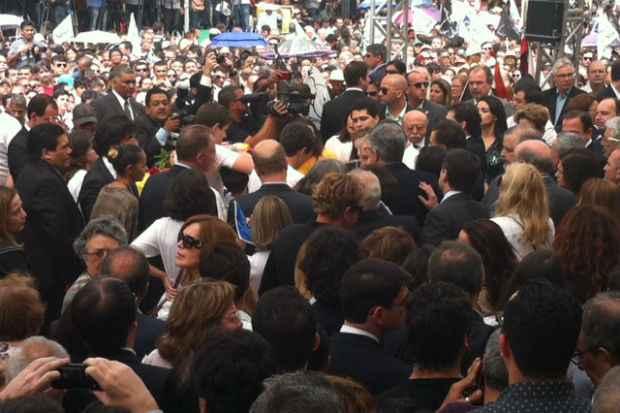 Movimenta��o � intensa no Pal�cio do Campo das Princesas. Foto: Julia Schiaffarino/DP/DA Press