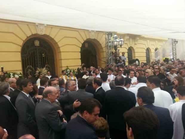 Politicos e autoridades est�o entre os presentes na missa de corpo presente de Eduardo Campos. Cr�dito: Larissa Rodrigues/D.P./D.A. Press