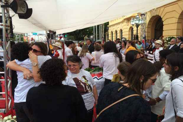 Popula��o foi ao Pal�cio do Campo das Princesas para se despedir de Eduardo Campos. Cr�dito: Ana Luiza Machado/D.P/D.A. Press
