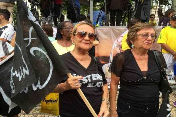 Concei��o (� esq.) e Zelma Moraes se emocionaram ao lembrar do candidato � presid�ncia. Cr�dito: Ana Luiza Machado/D.P/ D.A/Press.