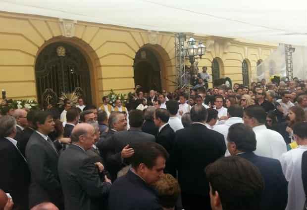 Missa foi celebrada pelo di�cono Aerton Carvalho. Foto: Larissa Rodrigues/DP/D.A Press