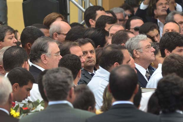 O candidato a presid�ncia da Rep�blica, A�cio Neves, durante missa no vel�rio do ex governador de Pernambuco, Eduardo Campos, no Pal�cio do Campo das Princesas. Foto: Fernando Fraz�o/ Ag�ncia Brasil