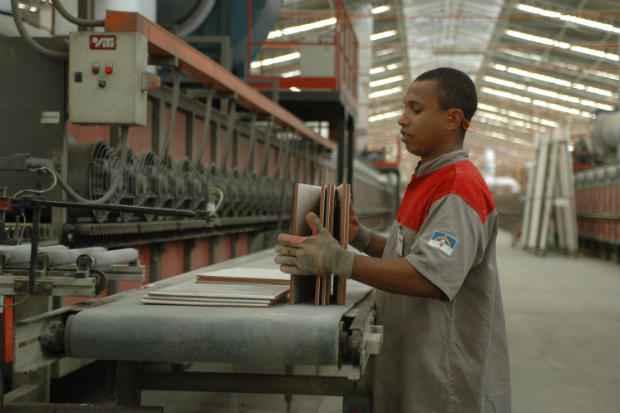 Cen�rio recessivo n�o derruba confian�a dos empres�rios das ind�strias pernambucanas. Foto: Juliana Leit�o/DP