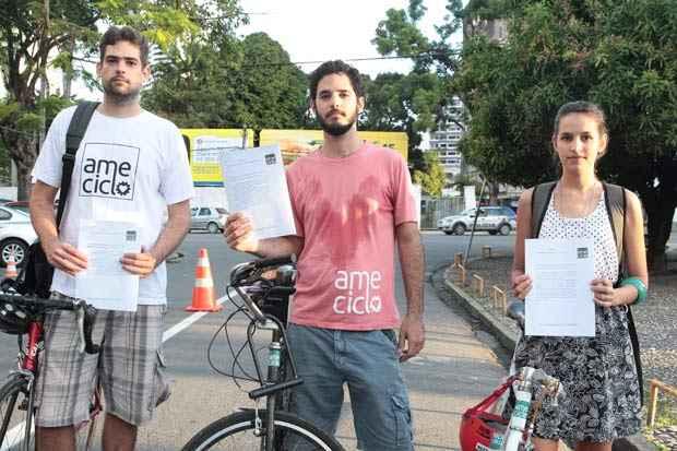 Ciclistas entregaram carta em partidos políticos na capital pernambucana. Foto: Nando Chiappetta/DP/D.A Press