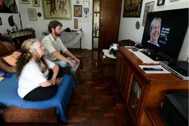 Eleitores de Marina Silva: Muriel Saragoussi, fundadora da rede e Marcos Woortmann, diretor da ONG Agre, na Asa Norte. Foto: Marcelo Ferreira/CB/D.A Press (Marcelo Ferreira/CB/D.A Press)