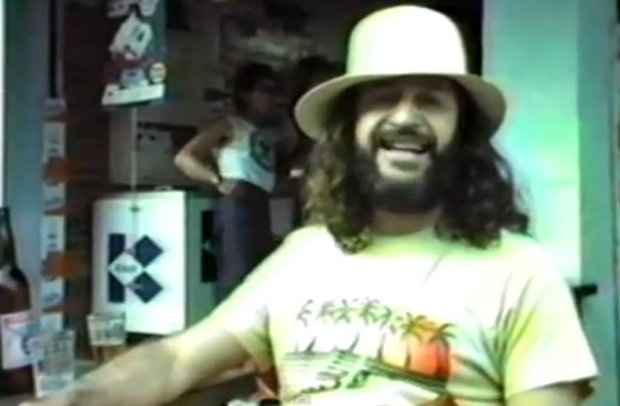 O cantor e compositor Alceu Valença em vídeo de bastidores do Festival de Águas Claras (SP). Imagem: Mário Luiz Thompson/Reprodução