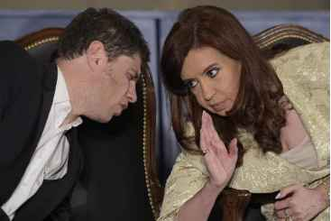 Presidente Cristina Kirchner conversa com seu ministro da Economia, Axel Kicillof, em 20 de agosto de 2014. Foto: � AFP/JUAN MABROMATA (Presidente Cristina Kirchner conversa com seu ministro da Economia, Axel Kicillof, em 20 de agosto de 2014. Foto: � AFP/JUAN MABROMATA)