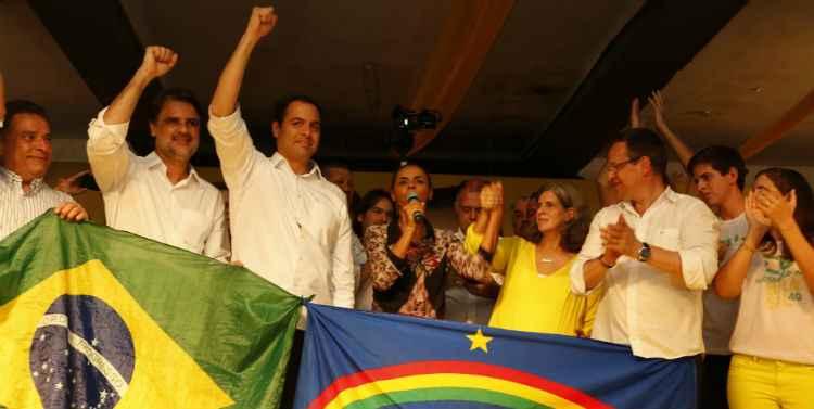 Acompanhada de Jo�o Lyra Neto, Paulo C�mara, Renata Campos e Beto Albuquerque, candidata lan�ou sua campanha no Recife: Foto: T�rcio Amaral/DP/D.A Press