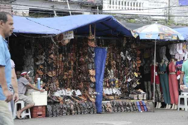 Hoje, existem cerca de 5 mil vendedores informais cadastrados na Prefeitura de Recife. Foto: Ivan Melo/Esp. DP/D.A.P