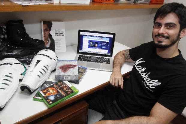 Tiago de Assism usa a internet para adquirir principalmente eletr�nicos, filmes e artigos esportivos (Ricardo Fernandes/DP/DA Press)