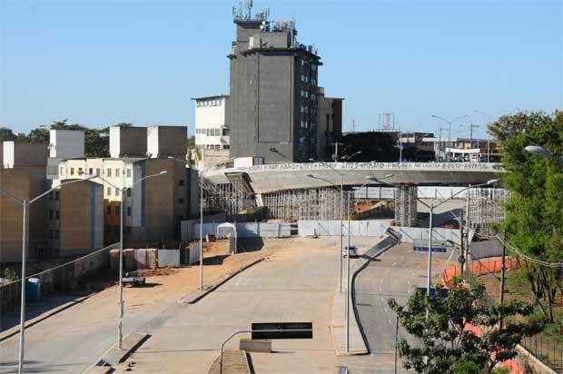 Al�a norte de viaduto est� escorada: projeto de demoli��o est� pronto. Foto: Euler Junior/EM/D.A. Press