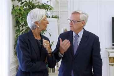 Lagarde conversa com seu advogado, em Paris. Foto: � AFP THOMAS SAMSON (Lagarde conversa com seu advogado, em Paris. Foto: � AFP THOMAS SAMSON)