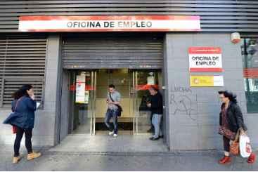 Espanh�is em ag�ncia de emprego de Madri. Foto: � AFP/Arquivos/Gerard Julien (Espanh�is em ag�ncia de emprego de Madri. Foto: � AFP/Arquivos/Gerard Julien)