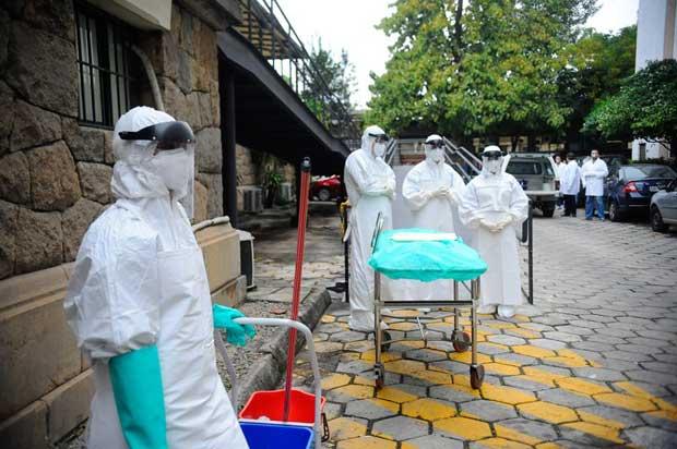 Governo brasileiro faz simula��o, colocando em pr�tica medidas adotadas em resposta a eventual caso de ebola em turista estrangeiro. Foto: T�nia Rego/Ag�ncia Brasil