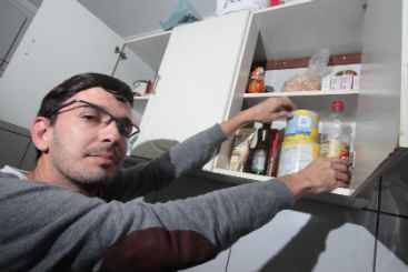 Josaf� passou a fazer as compras por semana para evitar o desperd�cio. Foto: Roberto Ramos/DP/D.A Press