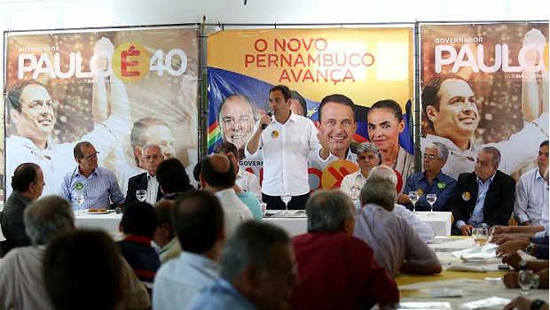 Socialista durante encontro com donos de postos de gasolina em restaurante no Clube Portugu�s (Wagner Ramos/PSB/Divulga��o)