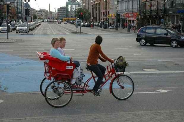Modalidade de transporte por bike-táxi já existe em algumas cidades do mundo como Copenhague, na Dinamarca. Foto: Reprodução