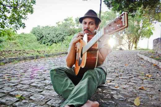 JuveNil Silva, músico e compositor pernambucano. Foto: Keyse Menezes/Divulgação