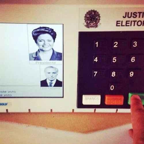Fazer selfie na urna é considerado crime pela legislação eleitoral (Reprodução/Instagran)