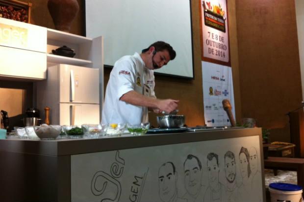 Guga Rocha é um dos apresentadores do programa de TV Homens gourmet. Fotos: Vitória Maciel/Esp. DP/D. A Press