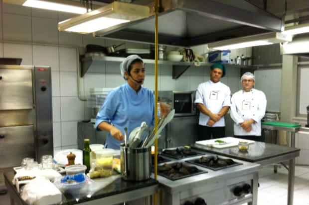 A receita da chef Juliana Andrade lotou a cozinha de número 3 no Mesa ao Vivo. Crédito: Vitória Maciel/Esp. DP/D.A. Press