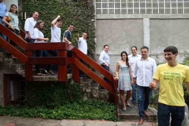 Aécio e família de Eduardo Campos se reuniram neste sábado