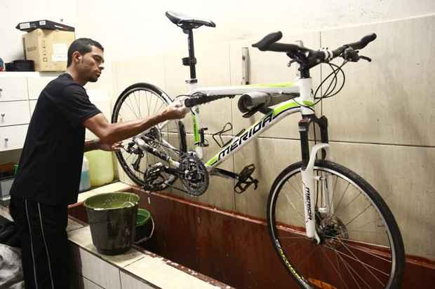 É recomendável fazer uma limpeza profissional a cada três meses. Foto: Bernardo Dantas/DP/D.A Press