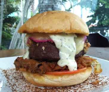 O hambúrguer é em comemoração aos dois anos de funcionamento. Foto: Roberta Meireles/Divulgação