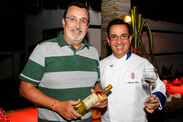 Eduardo Viotti, editor da Vinhos Magazine, ao lado do chef Augusto Piras, italiano radicado em São Paulo, que assinou o menu dos jantares do evento. Foto: Juanpa Ausin/Aguila Comunicação