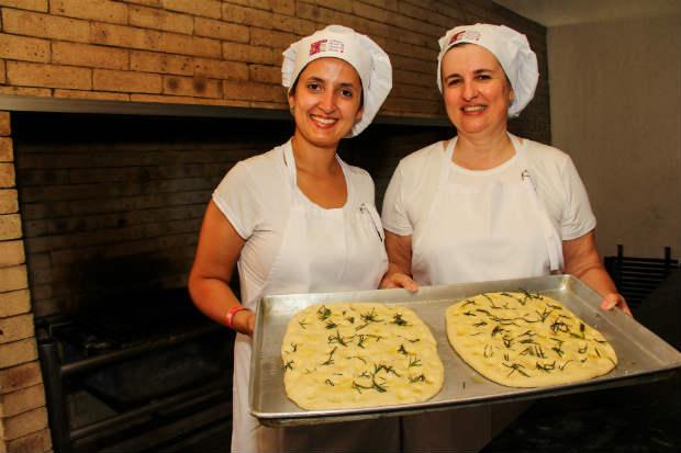 Chefs boulangers Eda Tavares e Mariane Bagodi comandaram oficinas de pães. Foto: Juanpa Ausin/Aguila Comunicação