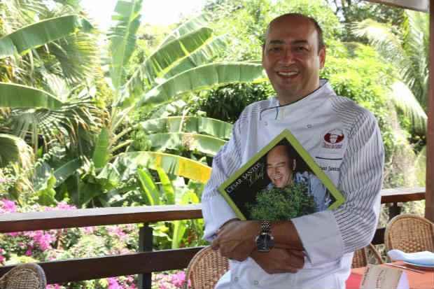 O chef lança o livro pela Editora Senac. Foto: Julio Jacobina/DP/D.A Press